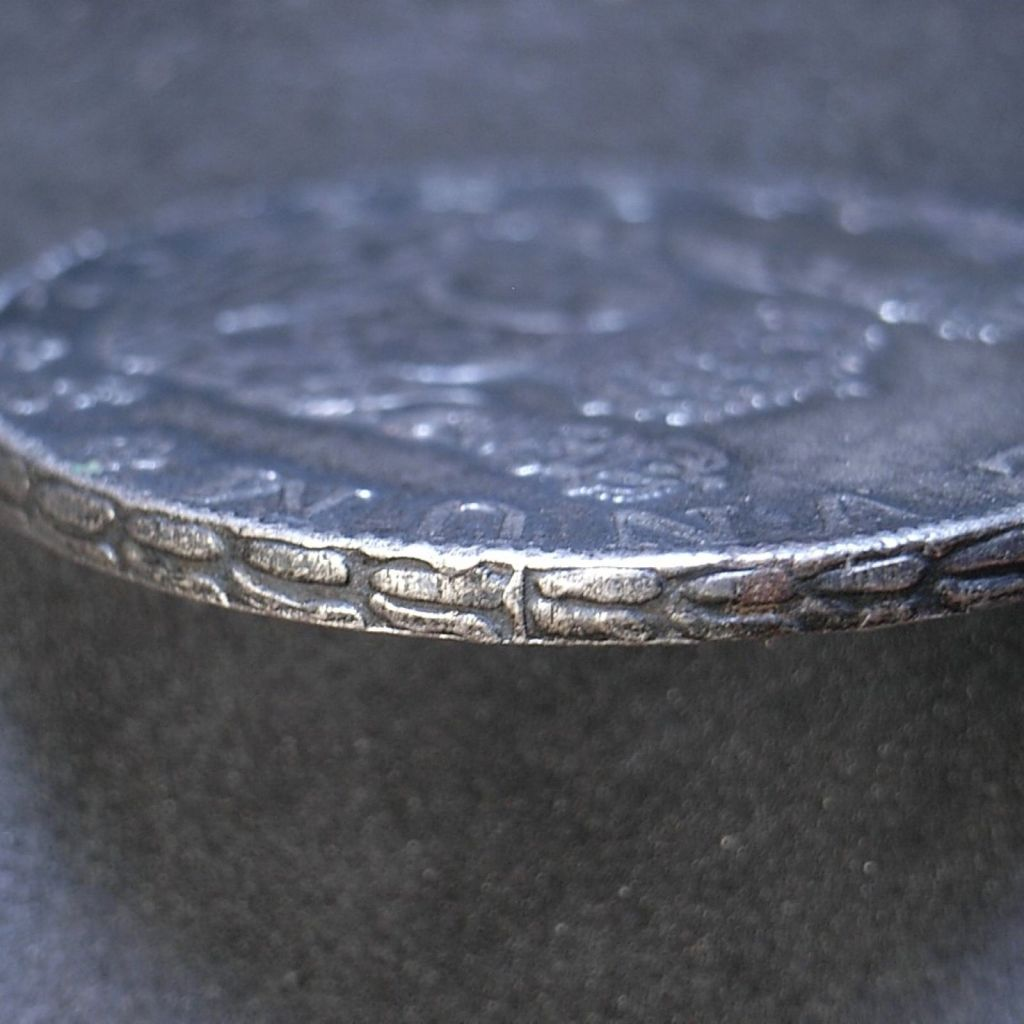 Close up contemporary counterfeit 8 Reales 1752 edge