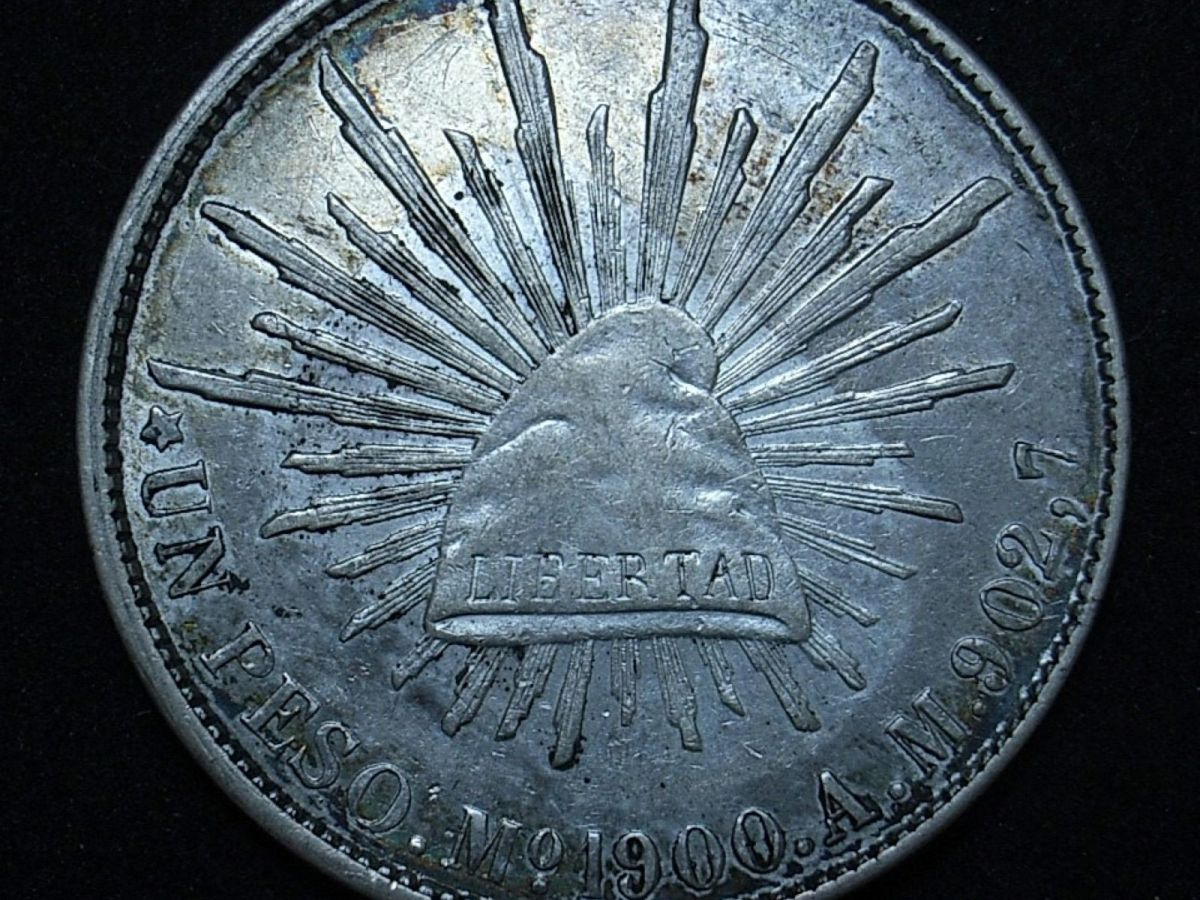 Mexican 1900 AM peso obverse close up, different light angle showing the coin's detail and lustre