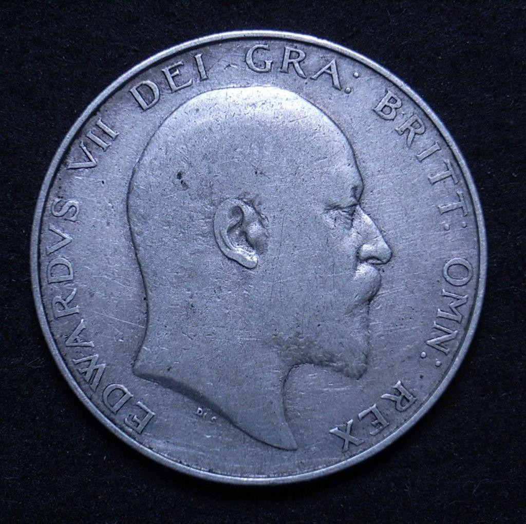 Close up 1UK Half Crown 1907 obverse showing detail