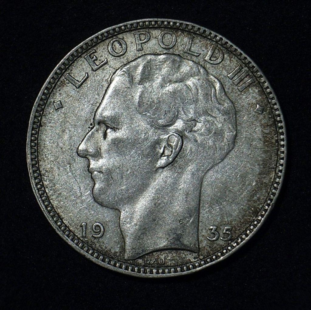 Close up 2 Belgium 20 Francs 1935 obverse