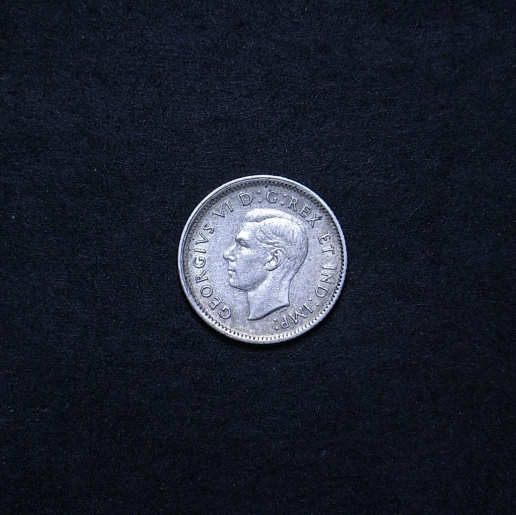 Canada 10 cents 1942 obverse showing overall appearance