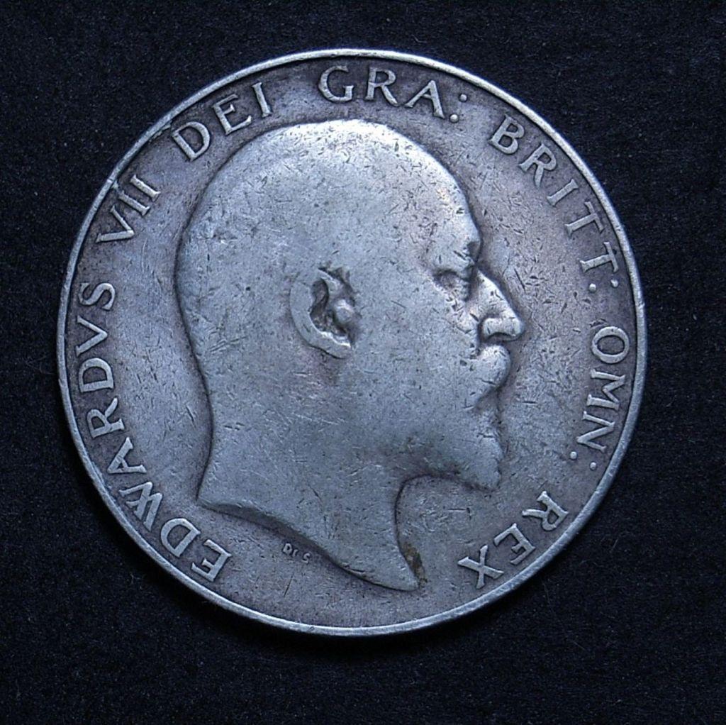 Close up UK Half Crown 1909 obverse showing detail