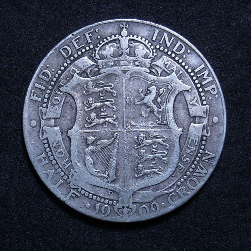 Close up UK Half Crown 1909 reverse showing detail