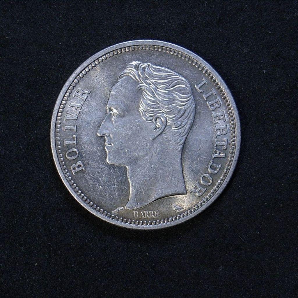 Close up Venezuela 2 Bolivars 1960 obverse showing detail