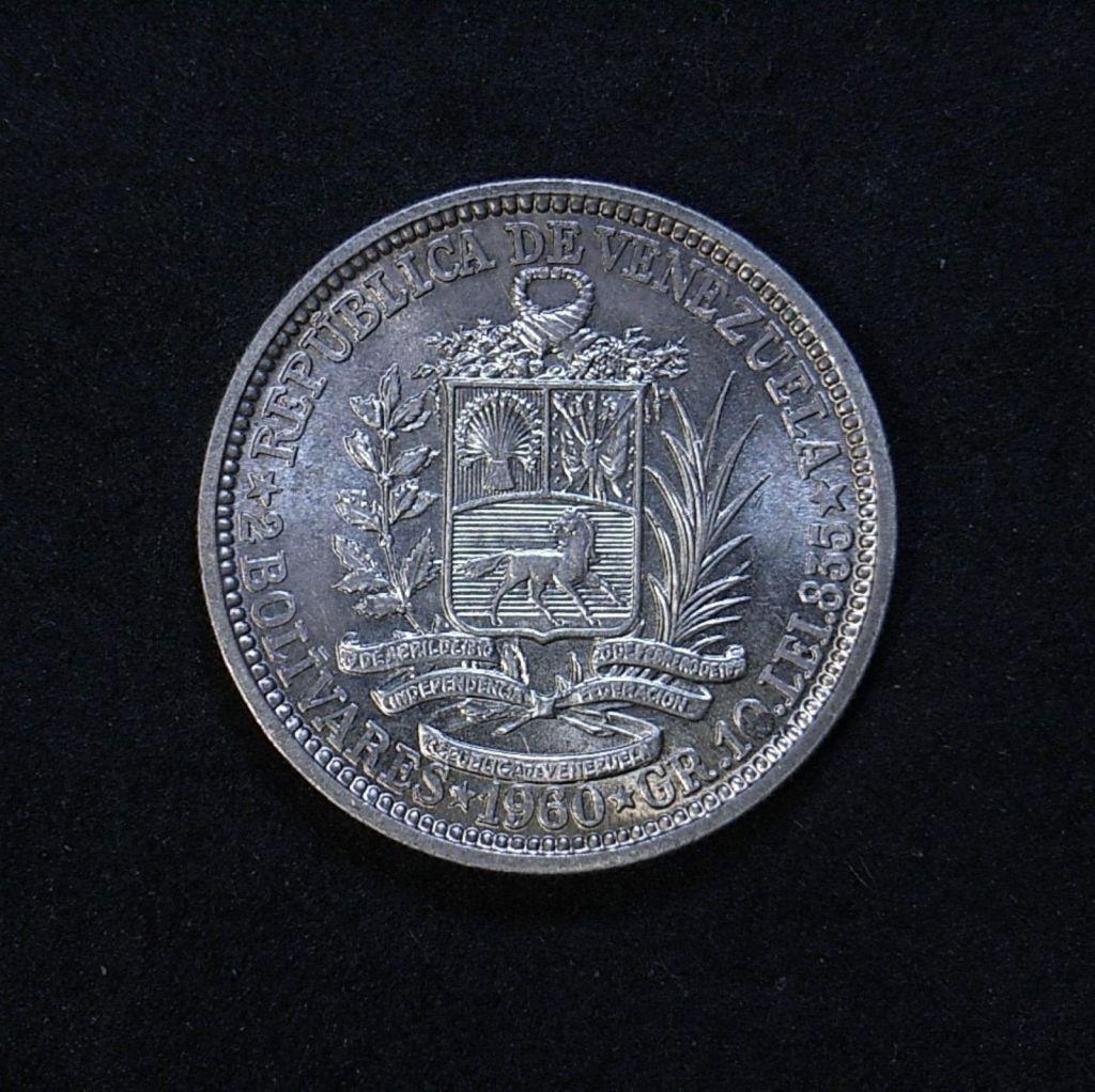 Close up Venezuela 2 Bolivars 1960 reverse showing detail