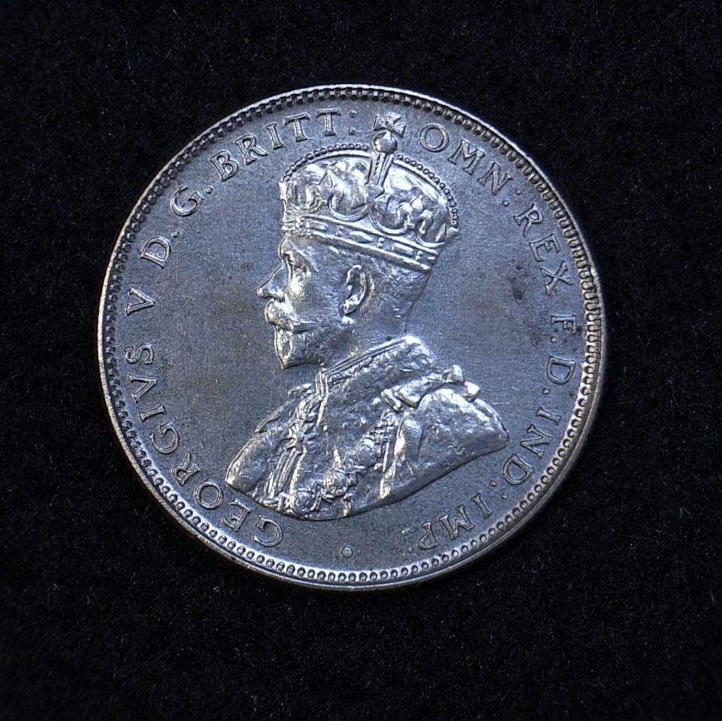 Close up Aus Shilling 1934 obverse showing detail