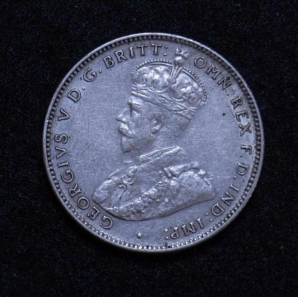 Close up Aus Shilling 1936 obverse showing detail