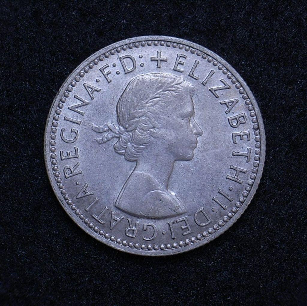 Close up Aus shilling 1958 obverse showing detail