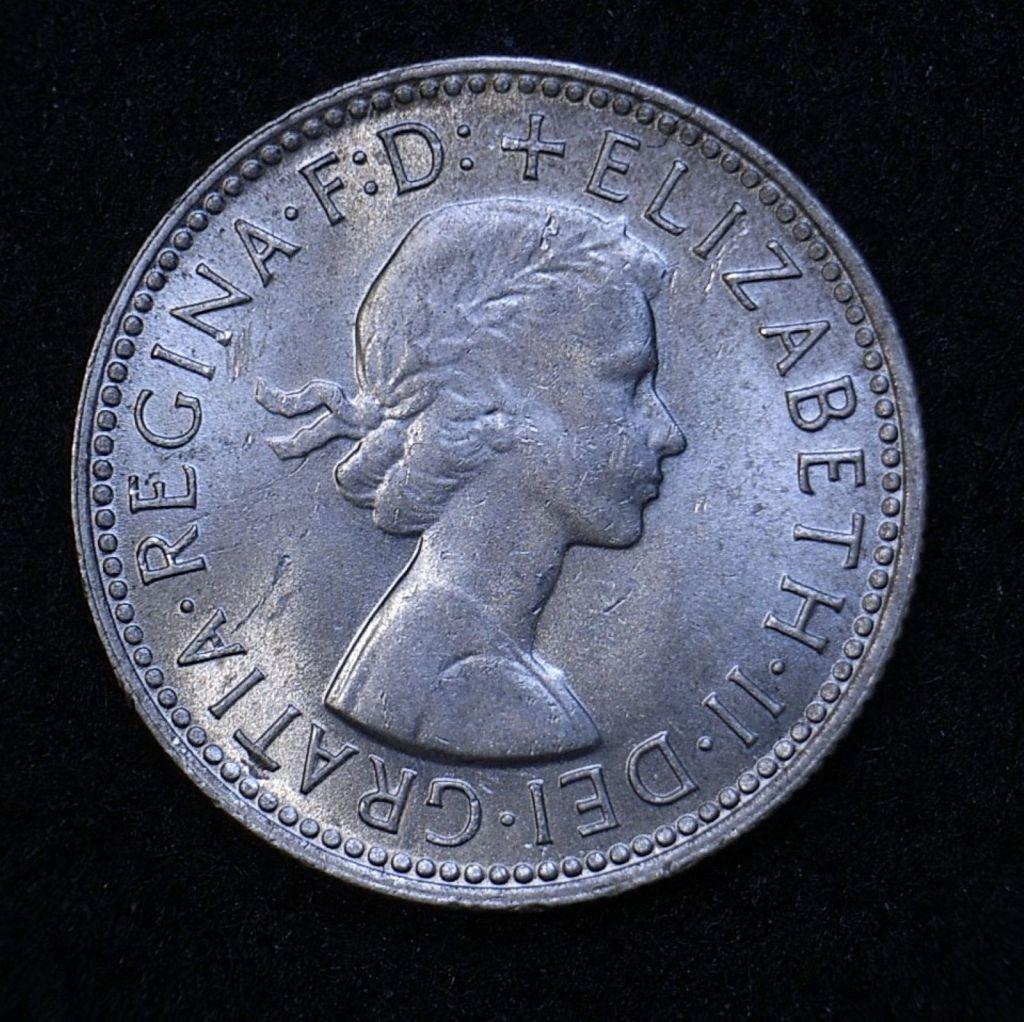 Close up Aus shilling 1962 obverse showing detail